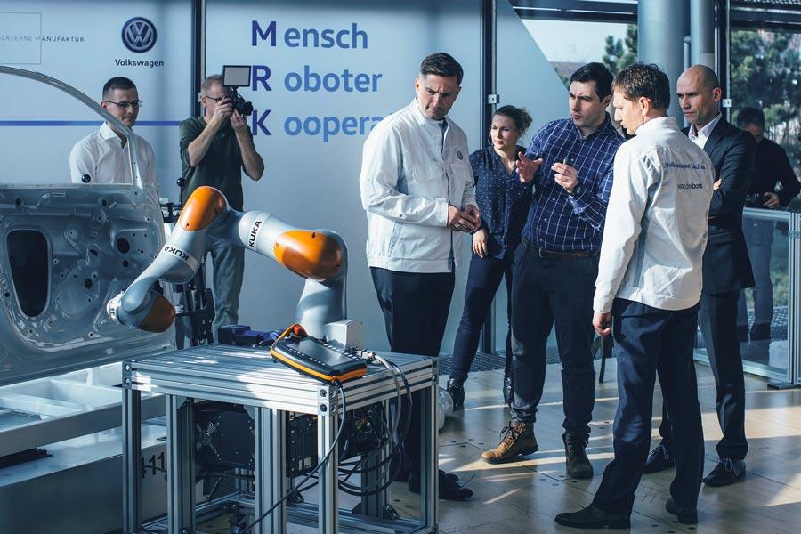 La fábrica de cristal de VW formará a los robots del futuro