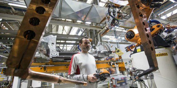 La industria de componentes para la automoción creó casi 13.000 empleos nuevos en 2017