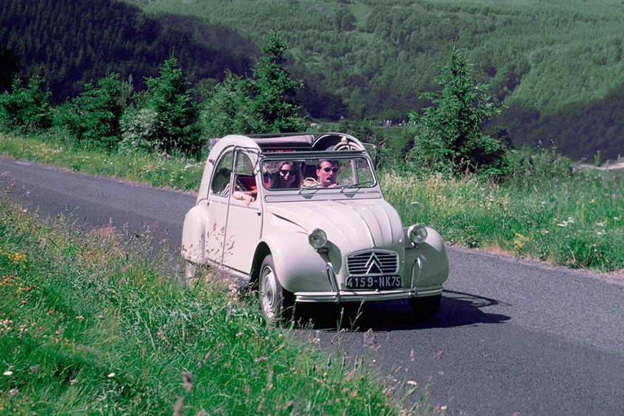 El Citroën 2CV está de aniversario