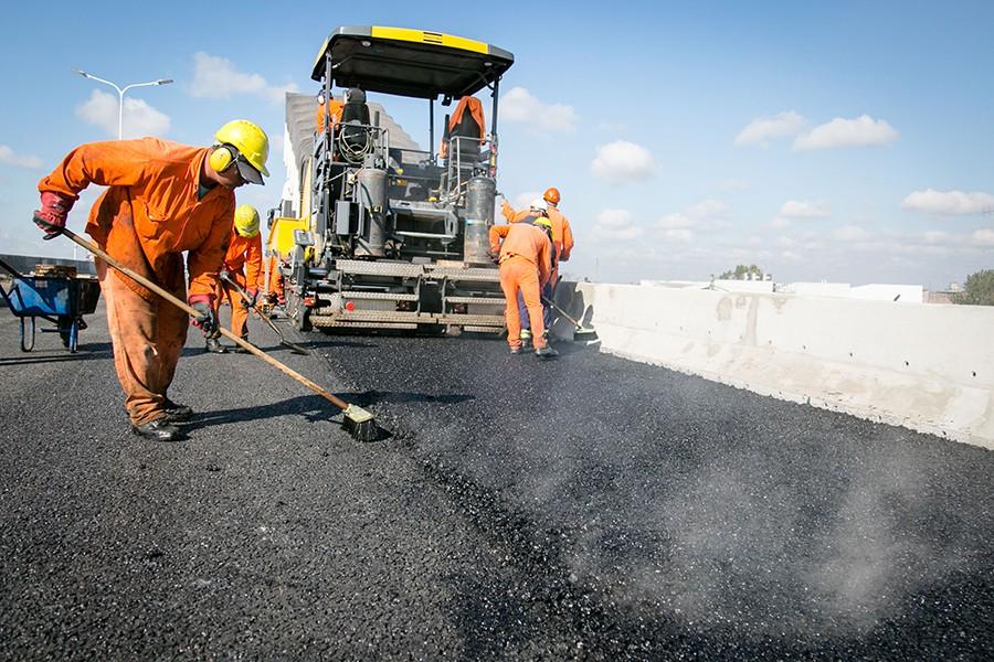 Cómo quitar las manchas de asfalto del coche