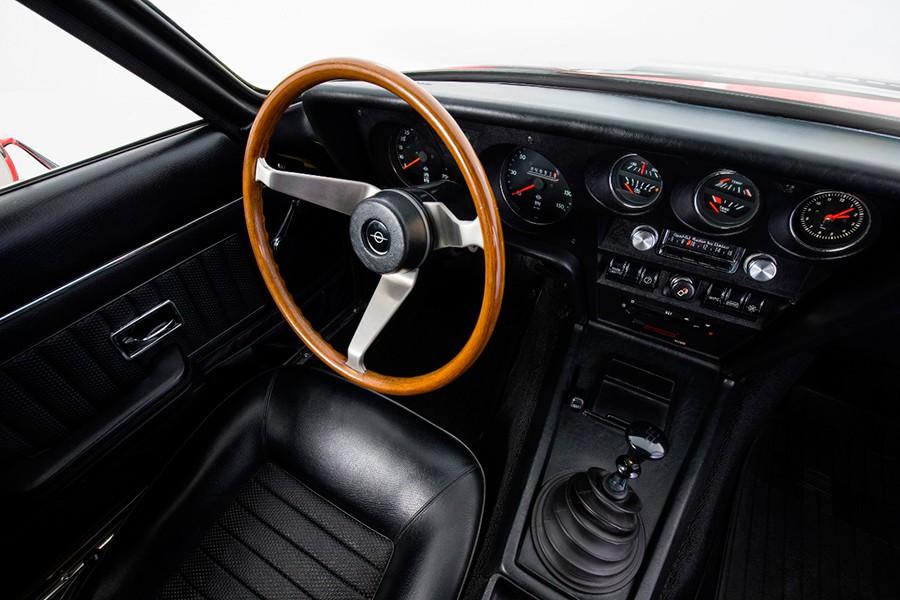 El interior tiene un diseño muy de la época y su calidad es elevada.