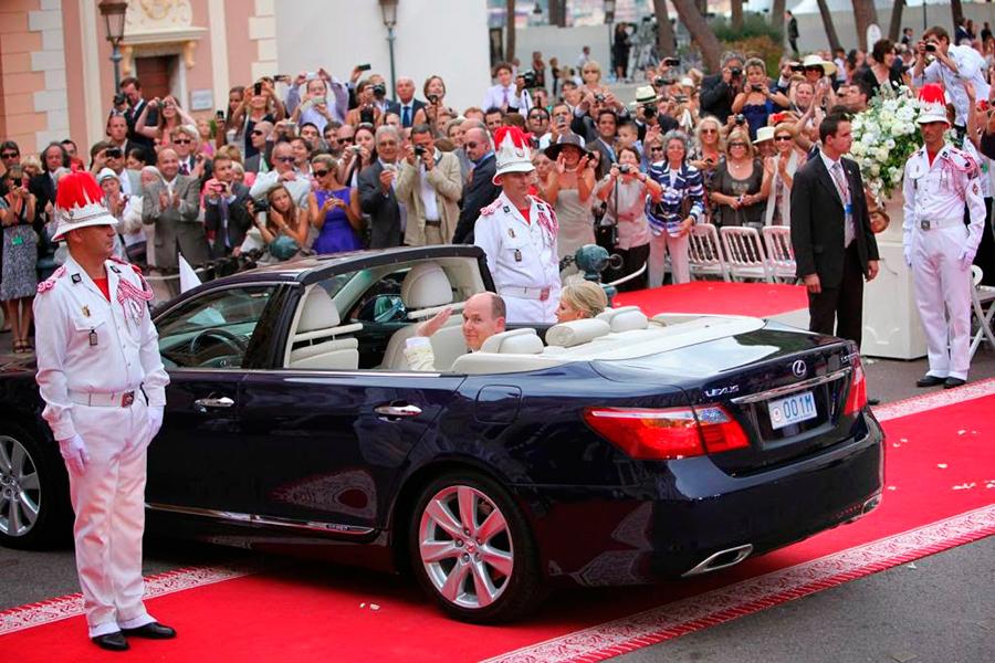Alberto de Mónaco rompió esquemas con este Lexus LS 600h Landaulet.