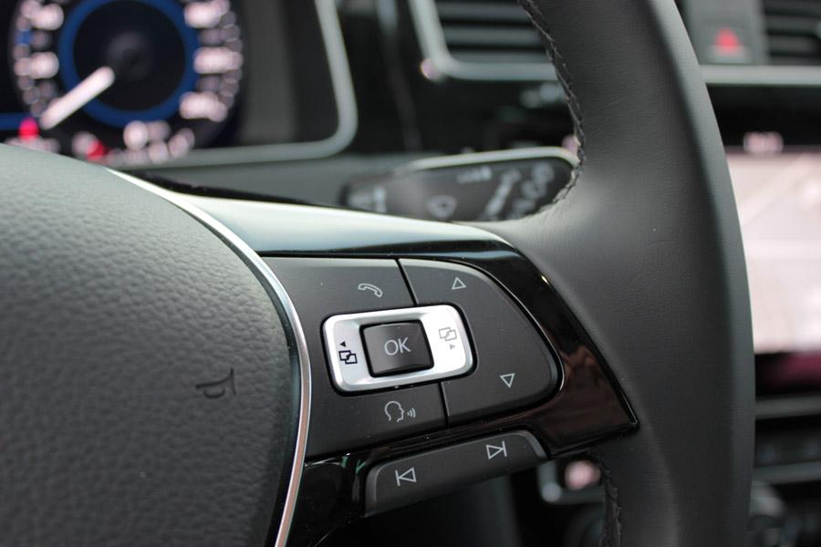Los mandos del volante multifunción han mejorado en ergonomía.