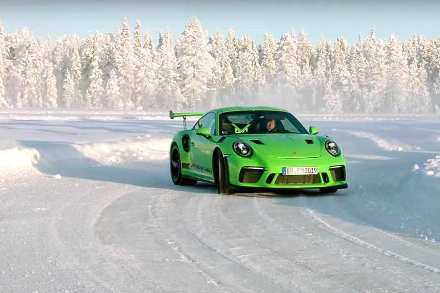 VÍDEO | 6 minutos de derrapes con Walter Röhrl y el 911 GT3 RS