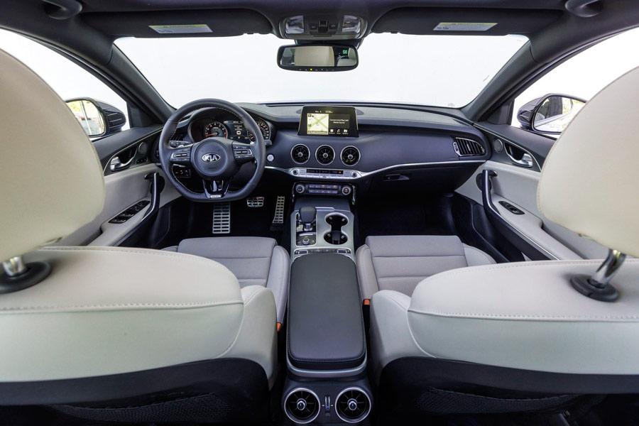 Interior del Kia Stinger.