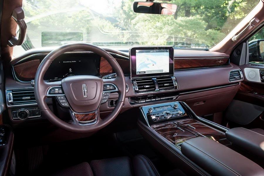 Interior del Lincoln Navigator.