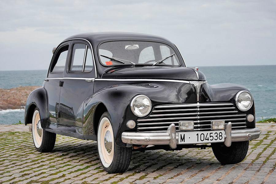 Las formas y la abundancia de cromados del Peugeot 203 estaban hechos a imagen y semejanza de los modelos americanos de la época.