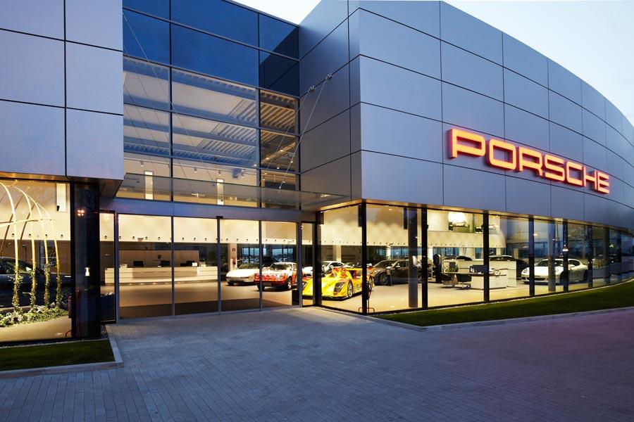 Porsche inventa un nuevo concepto de concesionario: el edén