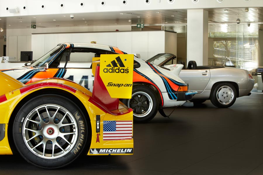 Un RS Spyder, que supuso la vuelta de Porsche a las carreras de resistencia; un 911 SC Safari y un 928 S4 Cabrio del Porsche Museum pasarán un tiempo en el Centro Porsche Madrid Norte antes de volver a Alemania.