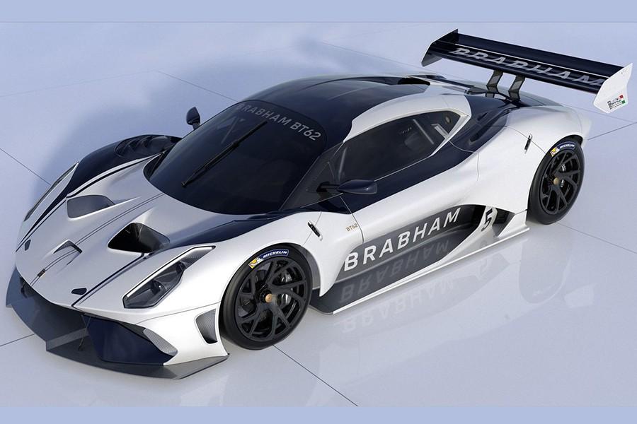 El faldón delantero y el spoiler trasero generan más carga aerodinámica que el peso del propio Brabham.