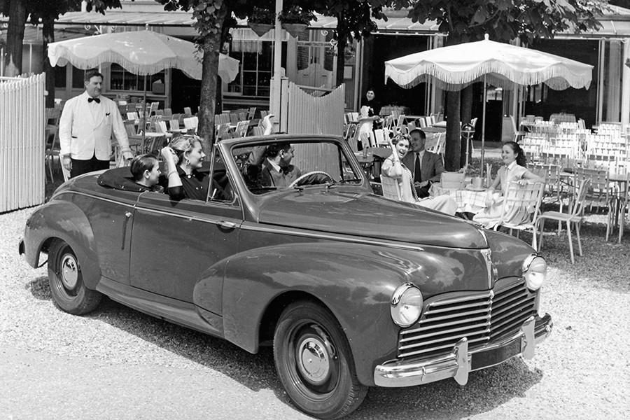 El Peugeot 203 cabrio tenía una silueta de más seductora.