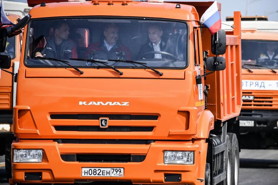 Putin para ser feliz quiere un camión
