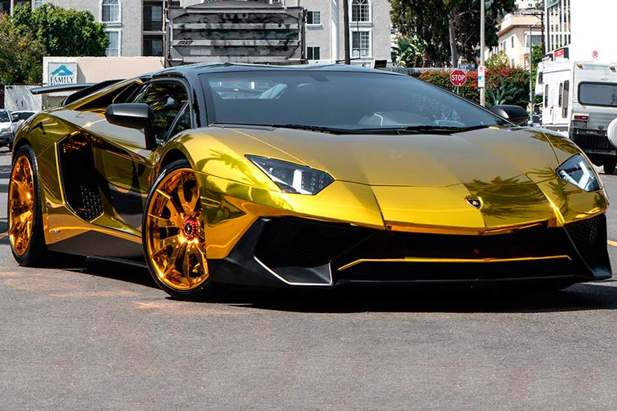 Vídeo | Así es el Lamborghini Aventador bañado en oro del rapero Chris Brown