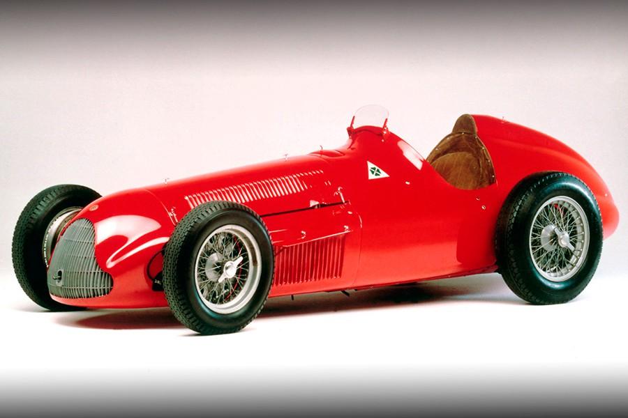 Éste fue el bólido con el que Fangio logró su primer mundial.