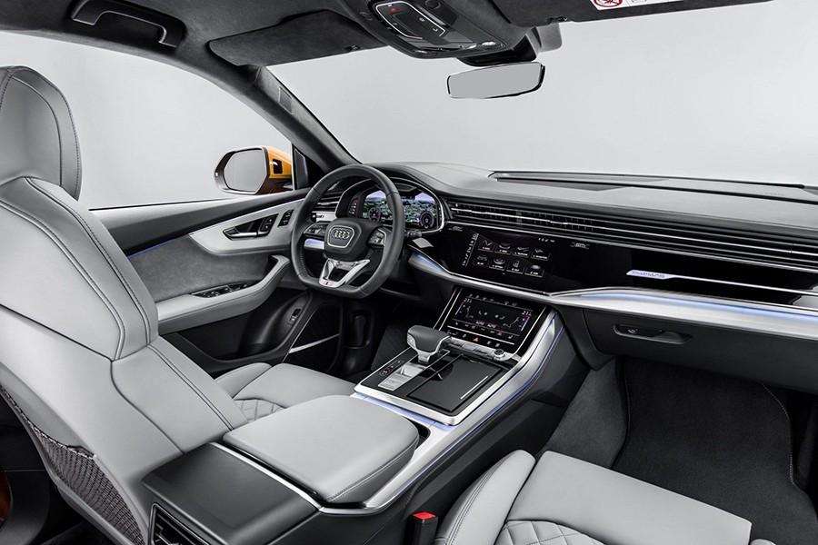 El interior hereda elementos del nuevo A8 pero ofrece un espacio mucho más aprovechable.