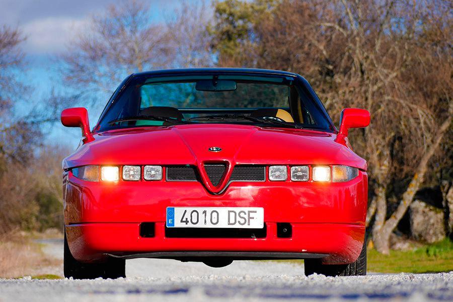 El motor V6 del Alfa Romeo SZ tiene un sonido que es música para los oídos.