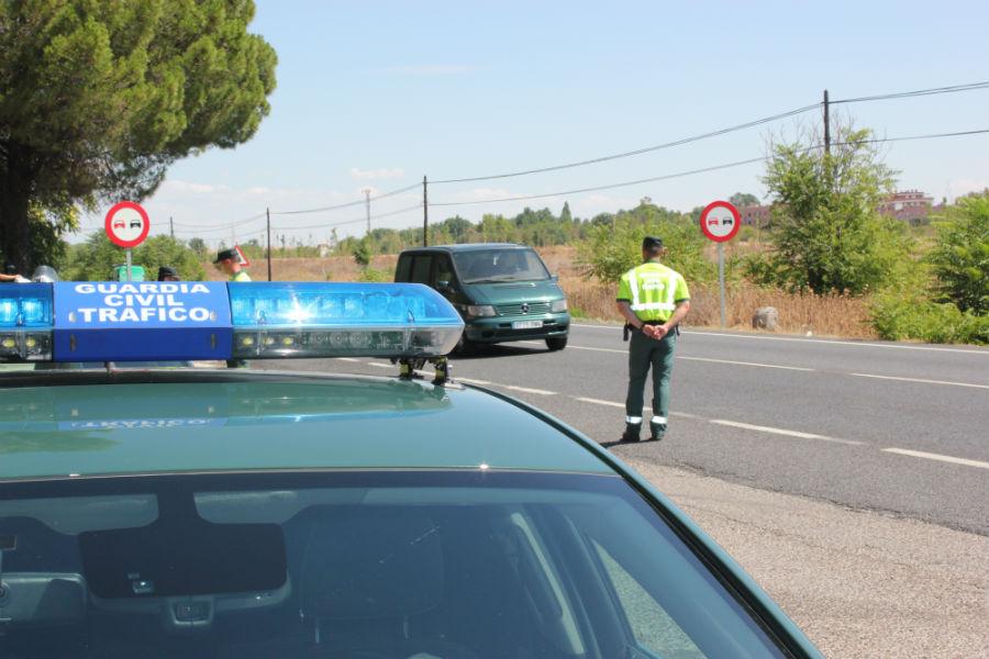 La Guardia Civil refuerza la presencia en las carreteras para una mayor concienciación de los conductores