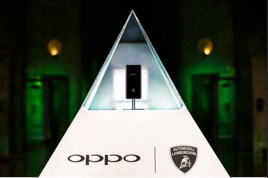 La presentación del nuevo producto fue en el Louvre