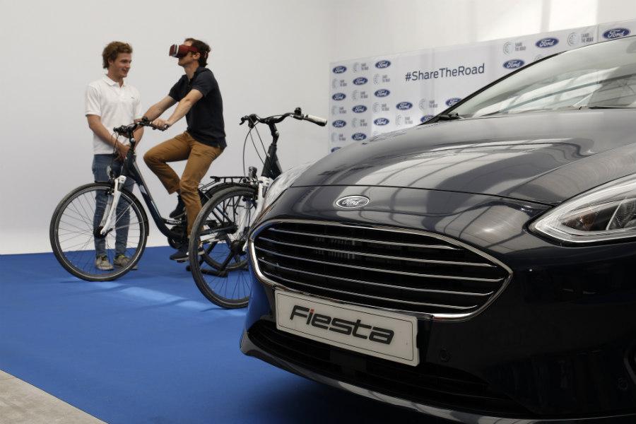 """""""Share the Road"""": los ciclistas y los conductores se dan la mano"""
