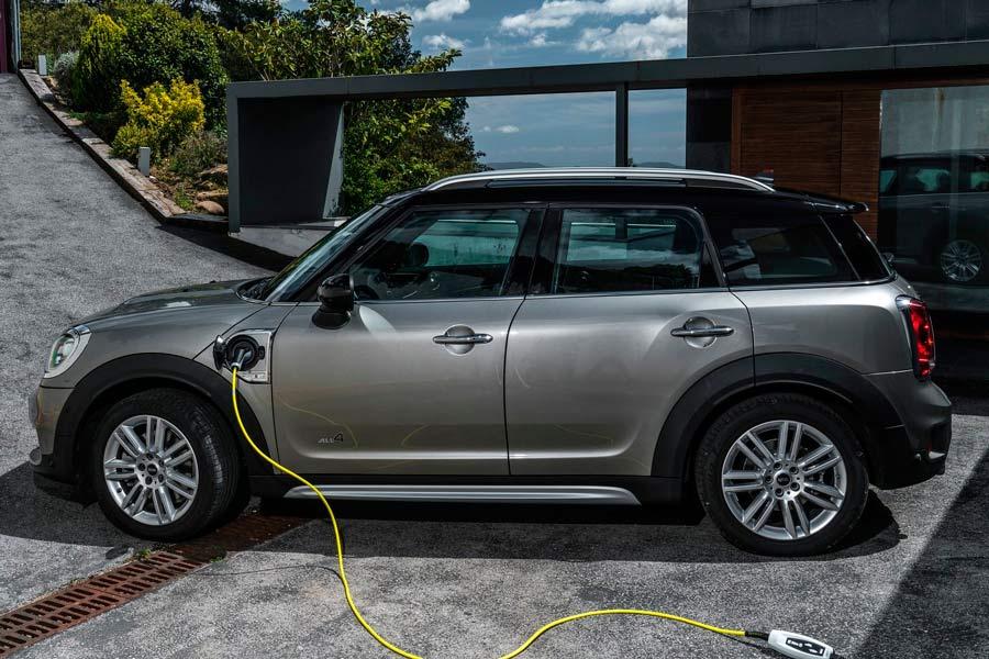 El Mini Countryman híbrido enchufable homologa 42 km de autonomía 100% eléctrica en ciclo NEDC.