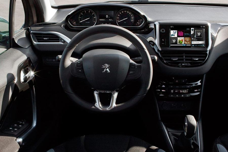La posición del conductor está configurada con el diseño i-Cockpit.