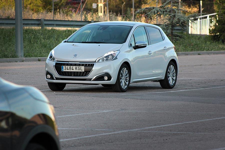 Imágenes dinámicas del Peugeot 208.