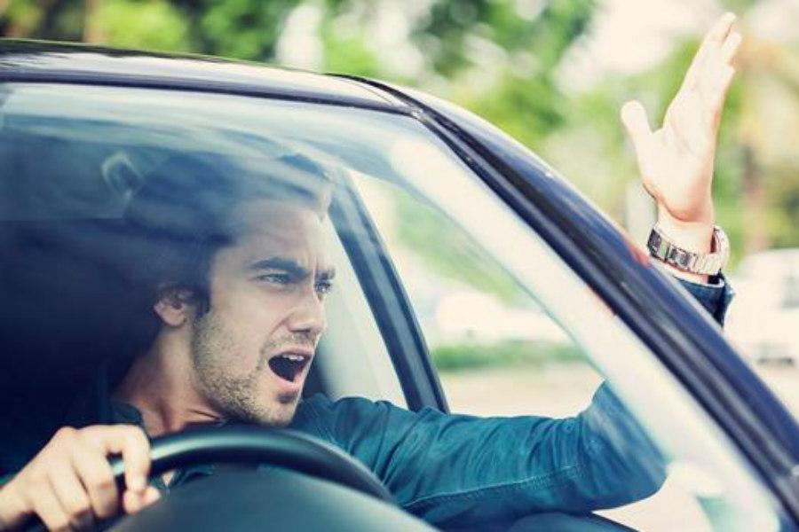 3 millones de españoles son agresivos al volante (y se pelearían por un problema de tráfico)