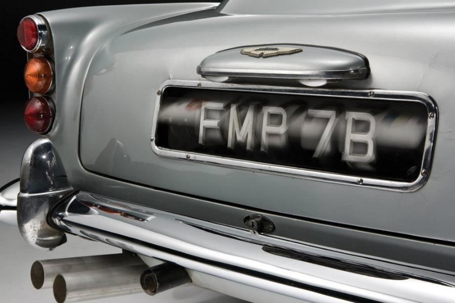 El coche tiene tres placas falsas que poder elegir