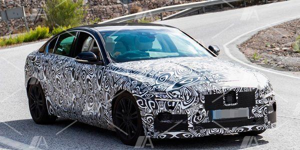 Fotos espía del lavado de cara del Jaguar XE 2019