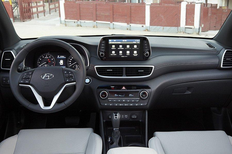 El salpicadero del Hyundai Tucson 2018 ha modernizado su imagen.