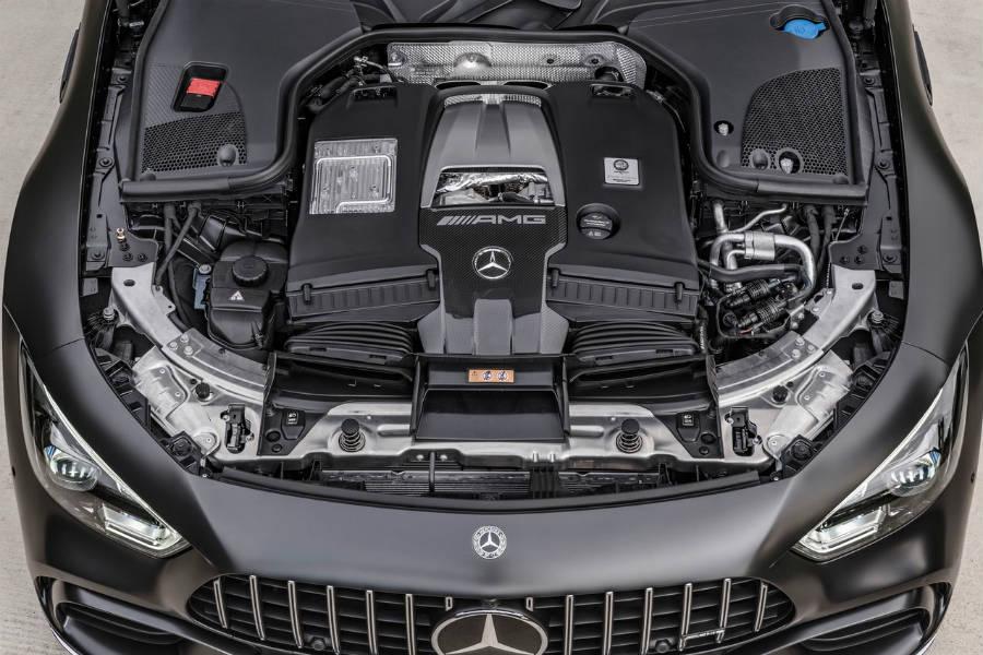 El motor V8 tenía que estar disponible en la gama