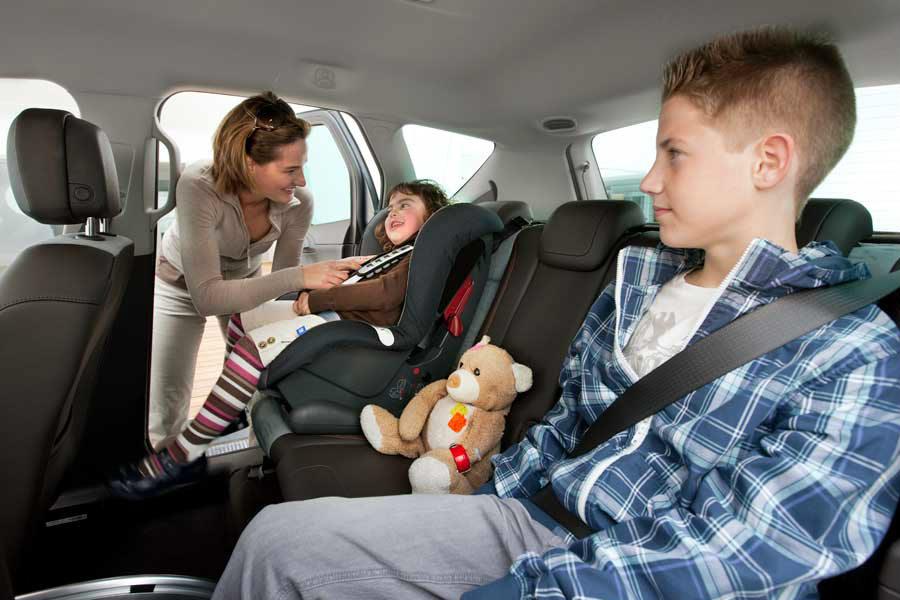 ¿Cometes estos errores al volante y tus hijos lo ven?