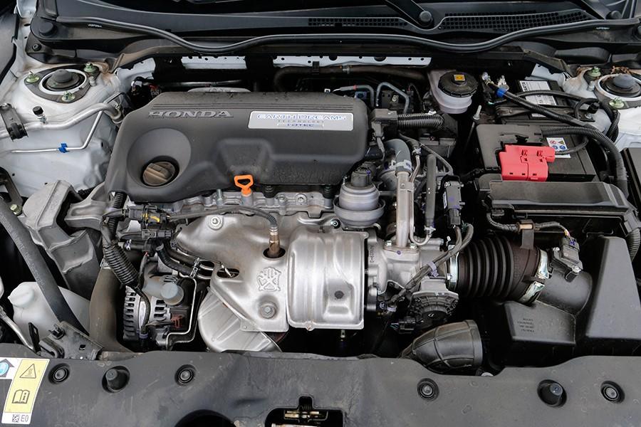 El motor diésel tiene un buen rendimiento y es agradable.El motor diésel tiene un buen rendimiento y es agradable.