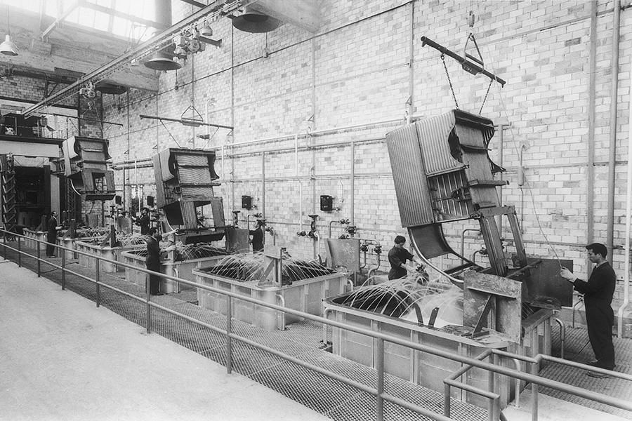 La fábrica era muy manual al principio.
