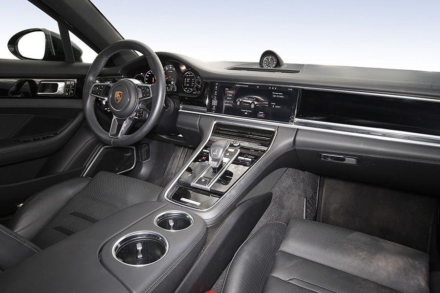 La postura de conducción en el Porsche Panamera es perfecta.