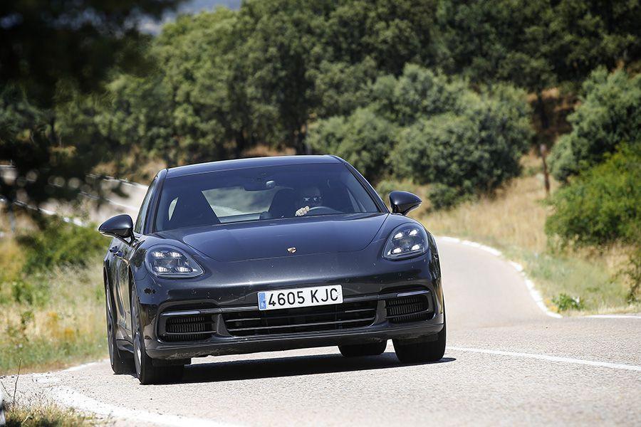 Prueba ¡y videoprueba! del Porsche Panamera 4 E-Hybrid: rápido, cómodo y sin restricciones