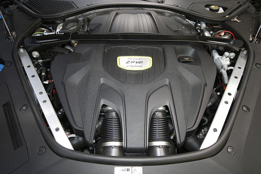El Porsche Panamera 4 E-Hybrid acelera de 0 a 100 km/h en tan solo 4,6 segundos.