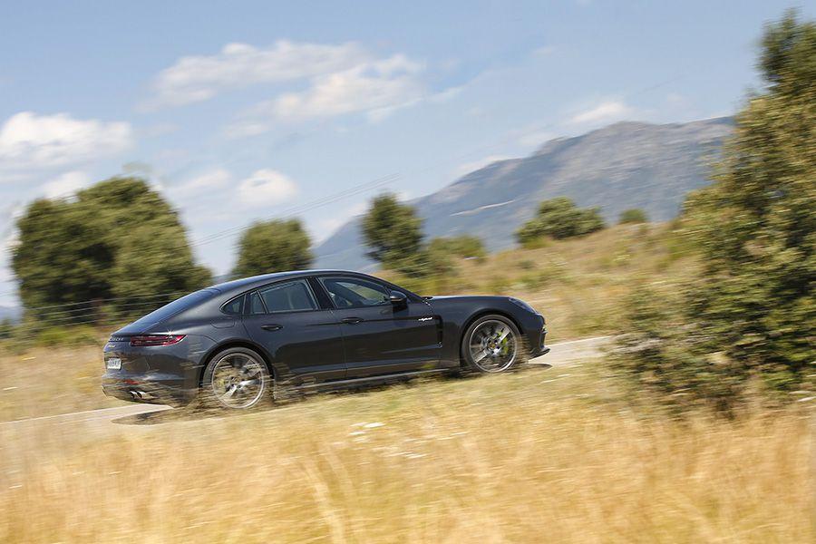 El Porsche Panamera es un coche sorprendentemente ágil.