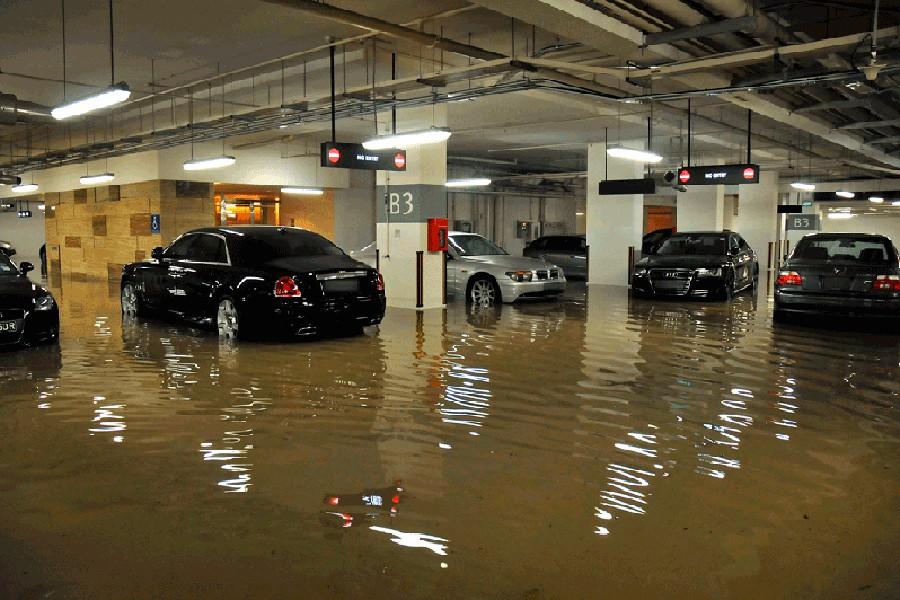 Cómo recuperar un coche inundado