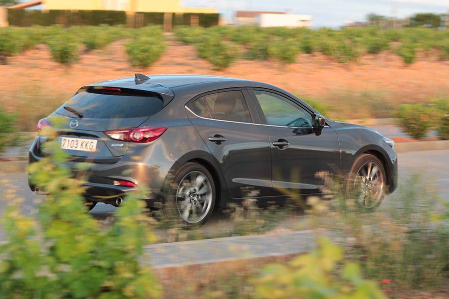 El Mazda3 puede presumir de un buen comportamiento dinámico.