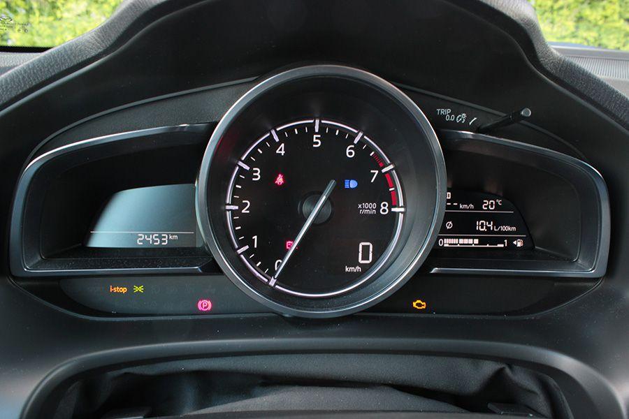 La autonomía del Mazda3 de gasolina de 120 CV es de aproximadamente 700 kilómetros.