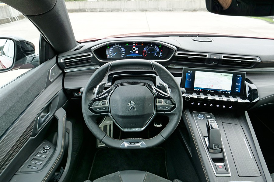 La tercera generación del i-Cockpit ha solucionado algunas carencias del concepto original.
