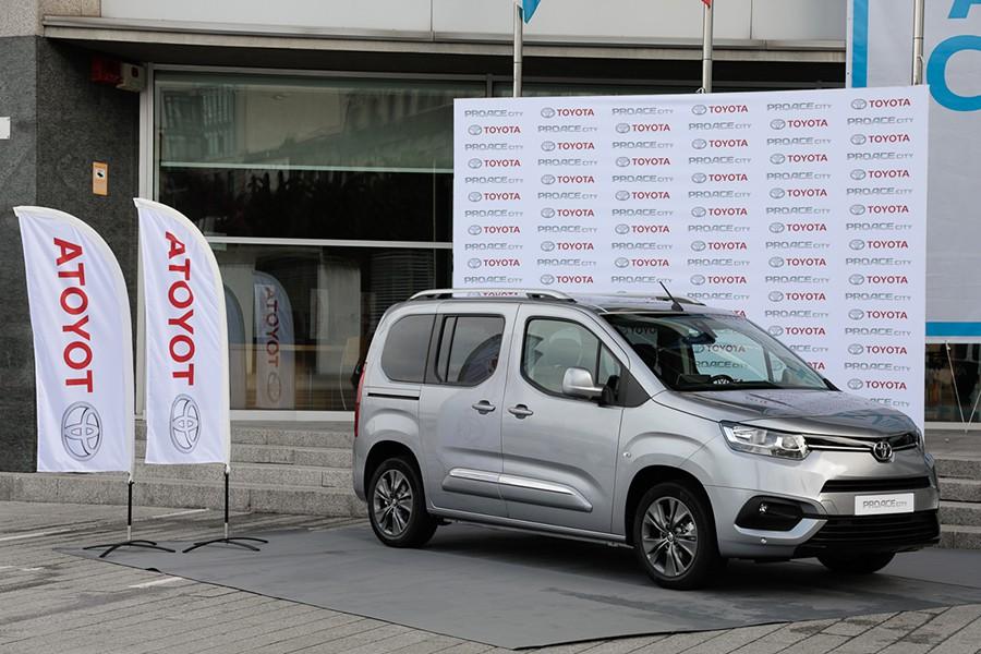 2018 - [Peugeot/Citroën/Opel] Rifter/Berlingo/Combo [K9] - Page 5 Toyota-Proace-City-Vigo-2019-1