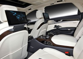 En el interior del Audi A8 L W12 Audi Exclusive Concept se jugan estos dos materiales