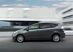 Toyota Prius +, lateral