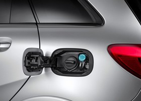 Mercedes B200 Natural Gas Driving