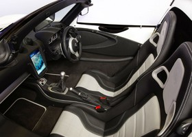 Interior del Detroit Electric SP01.