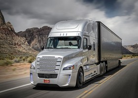 Freightliner Inspiration primer camion conduce solo