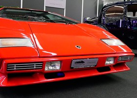 El frontal del Countach es espectacular.
