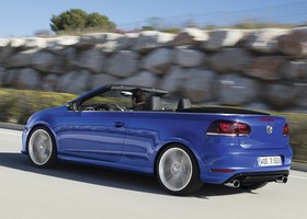 El VW Golf Cabrio es un compacto descapotable.